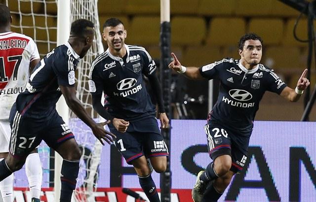 Rafael Pereira Da Silva celebra su gol, que dio el empate del Lyon. (Foto Prensa Libre: AFP)