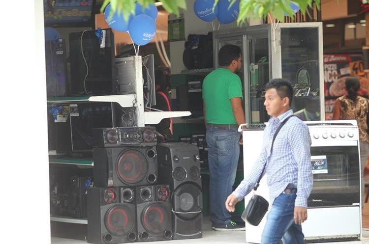 Todo tipo de negocio donde la música sea el medio de entretenimiento debe pagar ciertas cuotas a la AEI.(Prensa Libre:Erick Ávila)