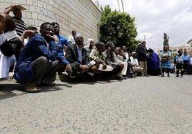 Refugiados africanos en Yemen. Miles de desplazados necesitan ayuda en el mundo. (Foto Prensa Libre: EFE)