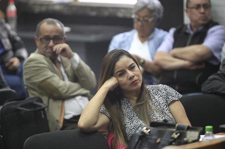 Claudia Méndez, exintendente de Aduanas procesada por el caso La Línea, escucha la intervención de Pérez Molina. (Foto: Carlos Hernández)
