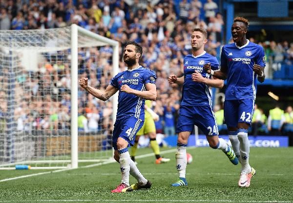 Chelsea y Tottenham fueron multados por los incidentes en el último encuentro de ambos en la liga inglesa.