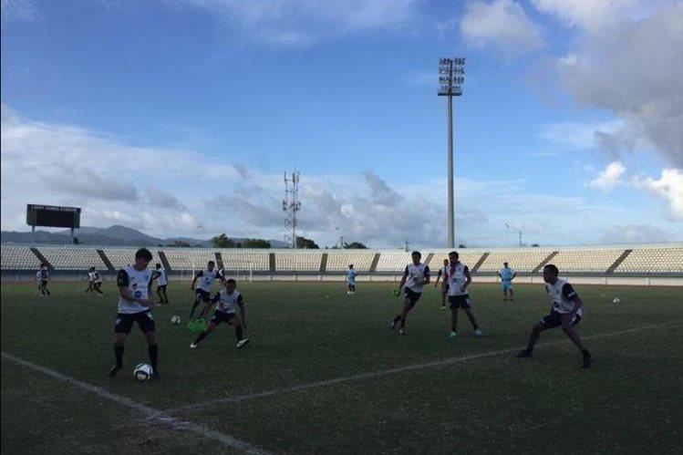 La Selección Nacional ya se entrenó junto con Carlos Ruiz este lunes en Trinidad. (Foto Prensa Libre: FEDEDUT)