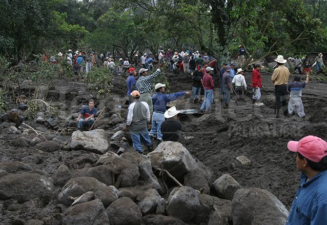 El cantón Panabaj de Sololá quedó sepultado por un alud y con él decenas de sus habitantes que no pudieron ser rescatados. (Foto: Hemeroteca PL)