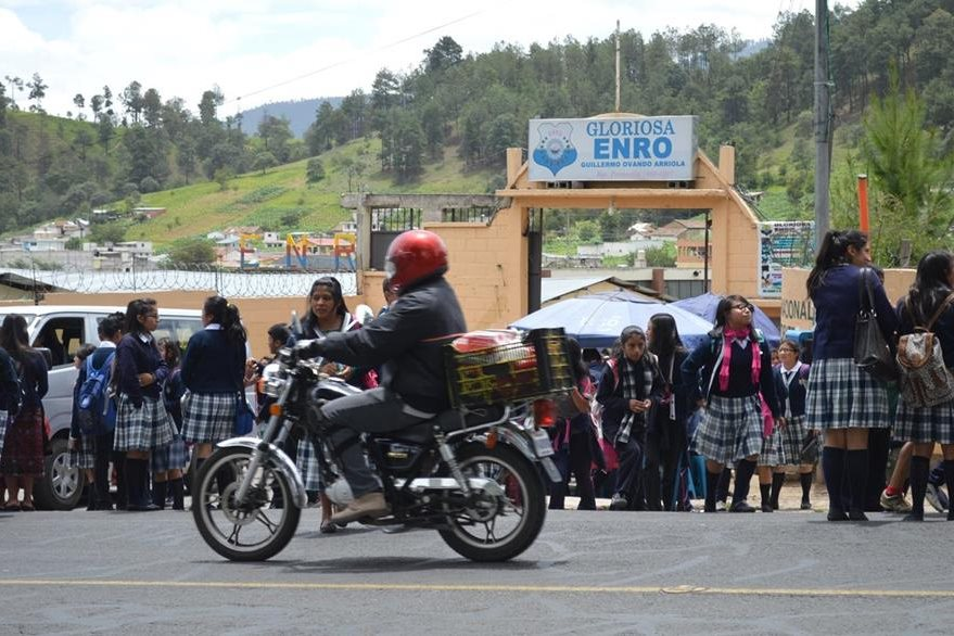 Actualmente se han denunciado cinco casos de estudiantes de la Enro. (Foto Prensa Libre: Édgar Domínguez)