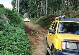 Ruta alterna que utilizan automovilistas para evitar el área de hundimiento, entre el km 188 y el 191 de Retalhueu a Quetzaltenango, se halla en mal estado. (Foto Prensa Libre: Rolando Miranda)