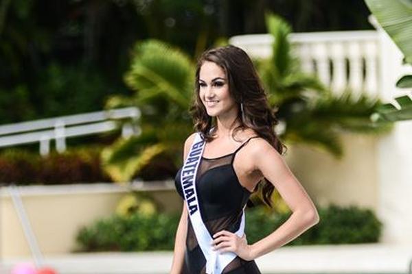 <p>Ana Luisa Montufar desfile en traje de baño en evento previo a la elección de Miss Universo 2015 (Foto Prensa Libre: EFE).</p>