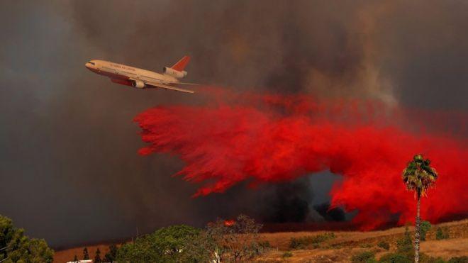 Uno de los peores incendios en la historia reciente de Estados Unidos avanza por la región del vino de California, y deja a su paso una estela de muerte, cenizas y destrucción. REUTERS