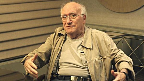 Vicente Aranda, cineasta español.