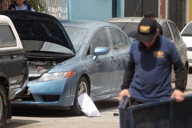 Vehículo donde fue hallado el cuerpo de Keemberlyn Jelitzza Pérez Martínez. (Foto Prensa Libre: Hemeroteca PL).
