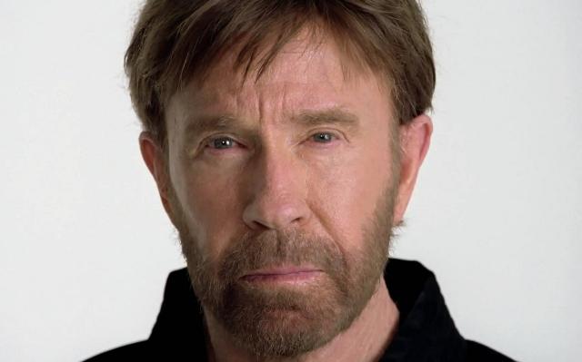 Carlos Ray Norris, conocido como Chuck Norris, es un actor estadounidense, campeón mundial de karate, exmilitar y fundador de una asociación de karate. (Foto Prensa Libre: mma.uno)