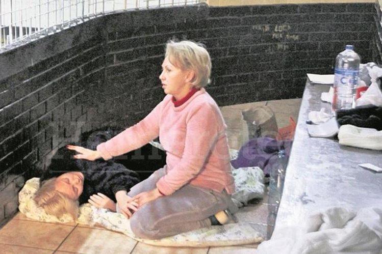 María Irina Vyacheslavovna Bitkova y Anastasia Bitkova, captadas en una celda de la Torre de Tribunales en enero del 2015. (Foto Prensa Libre: Hemeroteca PL)