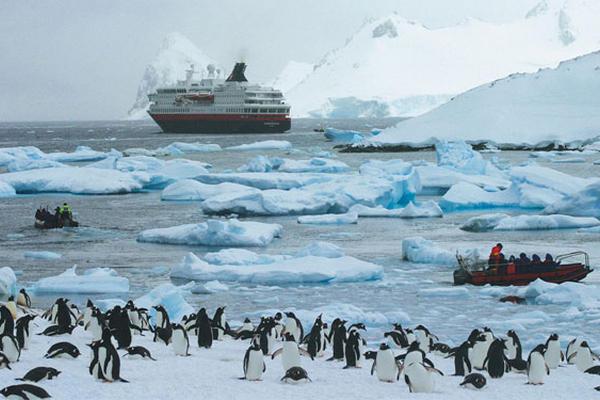 En la península antártica, se pierden casi 45.000 millones de toneladas métricas de hielo  cada año, según la Nasa. Foto Prensa Libre: AP