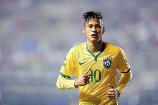 El delantero brasileño Neymar jr. fue clave para el triunfo de su equipo tras un gol y asistencia. (Foto Prensa Libre: EFE)