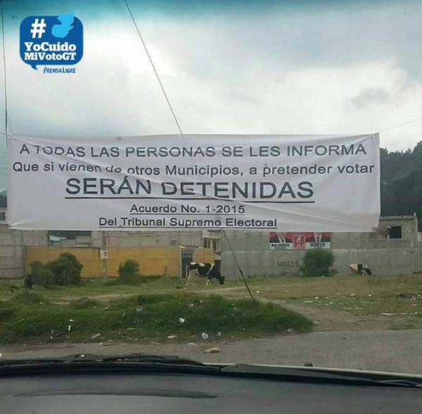 En Salcajá, Quetzaltenango, vecinos colocaron mantas de advertencia para personas de otros municipios que pretendan votar  en esa localidad. (Foto Prensa Libre: Tomada de Twitter)