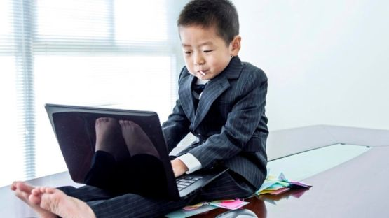 Un gerente más joven puede tener un estilo totalmente distinto al tuyo. Simplemente déjate llevar. ISTOCK