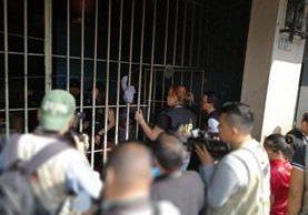 Varios inmuebles fueron allanados en la capital en busca de menores víctimas de explotación laboral. (Foto Prensa Libre: Carlos Álvarez)