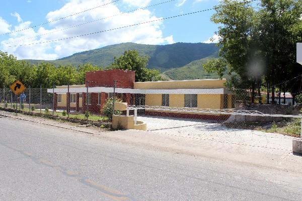 salas de    urgencia  del hospital de Guastatoya están abandonadas.