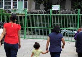 El portón de rejas instalado por el comité de vecinos en la 15 calle y 18 avenida es uno de los más grandes y costó Q38 mil. (Foto Prensa Libre: Carlos Hernández)