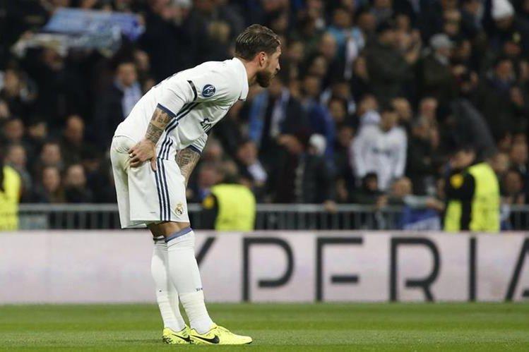 Sergio Ramos salió con un golpe del partido contra el Nápoli en la ida de los octavos de final de la Liga de Campeones de Europa. (Foto Prensa Libre: EFE)
