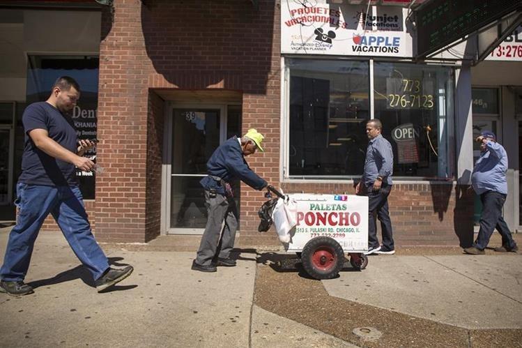 Fidencio Sánchez a diario ha recorrido las calles de Chicago en los veranos de los últimos 23 años. (Foto Prensa Libre: AP).