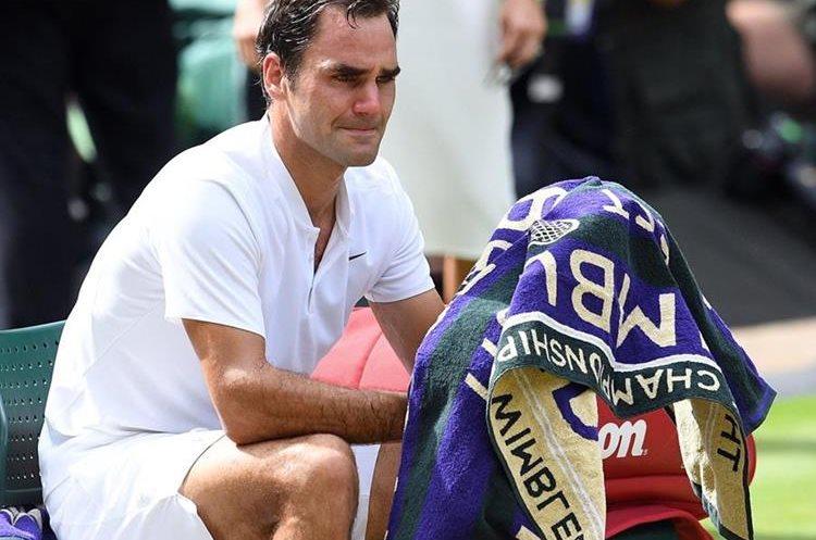 Roger Federer no pudo contener las lágrimas al final del partido. (Foto Prensa Libre: EFE)