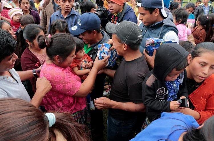 La Navidad en San Cristóbal Verapaz fue especial con la llegada de los marchistas. (Foto Prensa Libre: Eduardo Sam Chun)