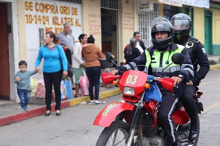 Los patrullajes se hacen conjuntos entre PMT y PNC.(Foto Prensa Libre: Whitmer Barrera)