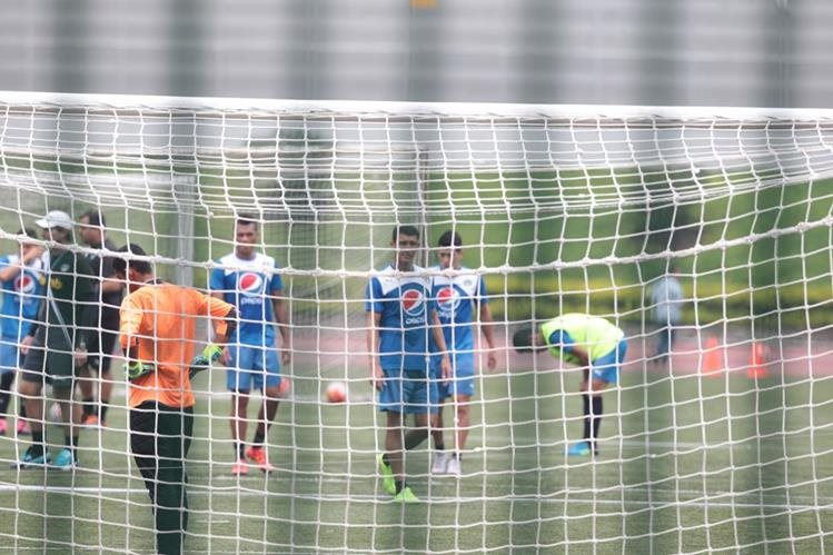 Los jugadores albos realizaron está mañana el último entrenamiento previo al juego frente al LA Galaxy. (Foto Prensa Libre: Norvin Mendoza)