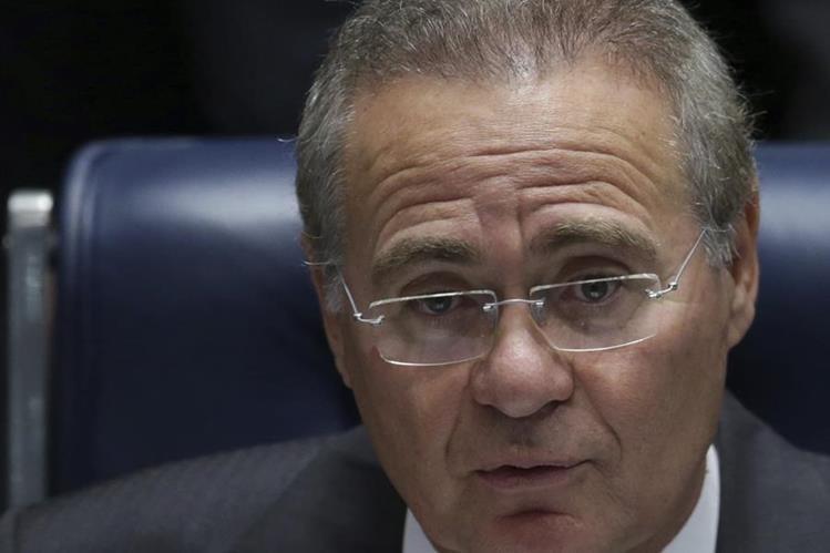 Renan Calheiros, presidente del Senado de Brasil, fue suspendido de su cargo por un juez. (Foto Prensa Libre: AP).
