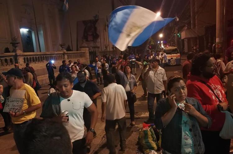 Ciudadanos continúan con las manifestaciones