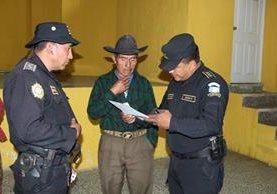 Samuel Chávez, se conducía en un vehículo en el crucero hacia Tajumulco, cuando se constató que existía una orden de captura vigente desde marzo del presente año. (Foto Prensa Libre: W. Barrera)