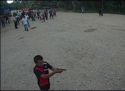 Las cámaras de seguridad de NaturAceites captan el momento en que pobladores ingresan a la finca. (Foto Prensa Libre: NaturAceites)