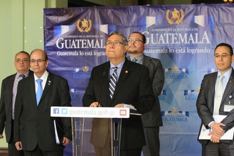 El vicepresidente, Jafeth Cabrera, comparece ante la prensa y asegura que se transparentará el gasto bajo el estado de Calamidad. (Foto Prensa Libre: Esbin García)