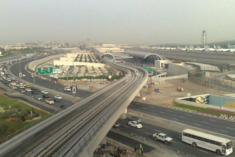 El aeropuerto moviliza a millones de personas al año. (Foto Prensa Libre: aeropuertos.net)