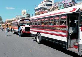 Transportistas de Quetzaltenango son afectados las extorsiones. (Foto Prensa Libre: Carlos Ventura)