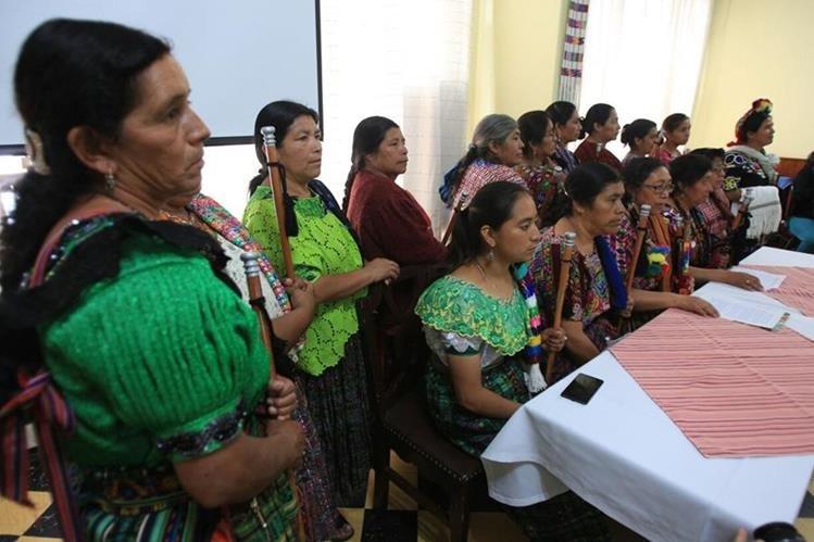 Comadronas denuncian agresiones y discriminación. (Foto Prensa Libre: Esbin García).