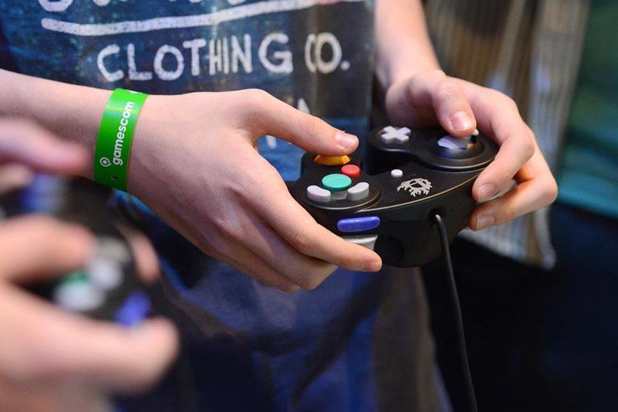 Los visitantes pueden probar los nuevos juegos para consola y Pc. (Foto Prensa Libre: DPA)