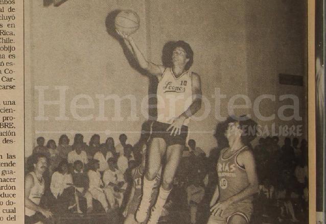 Ricardo Arjona destacaba como jugador de baloncesto a principios de la década de 1980. (Foto: Hemeroteca PL)