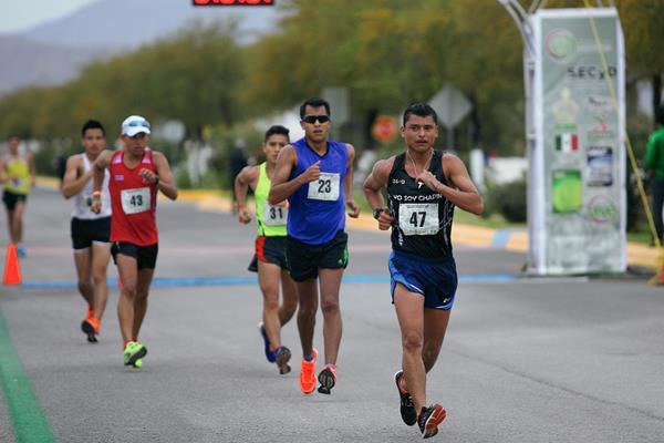 El marchista olímpico continuará Érick Barrondo tuvo que bajar su ritmo al recibir la segunda amonestación. (Foto Prensa Libre: Cortesía CONADE)