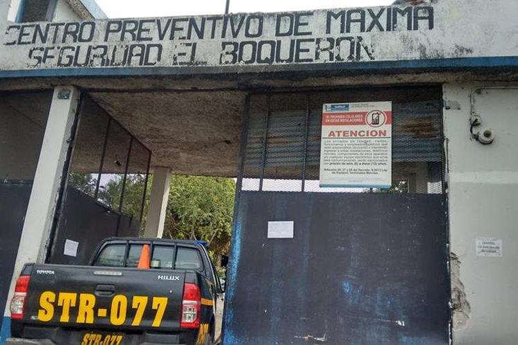 Fuerzas de seguridad localizan a tres reos muertos en la cárcel El Boquerón en Cuilapa, Santa Rosa (Foto Prensa Libre: Oswaldo Cardona)