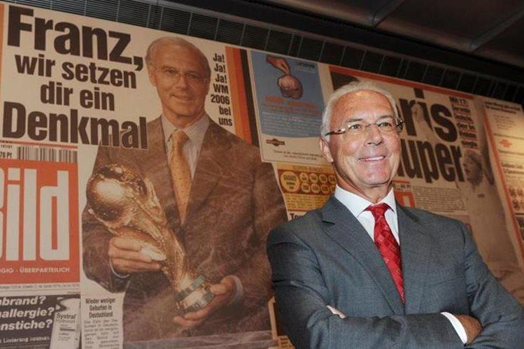EL exjugador alemán Franz Beckenbahuer se despidió como columnista del diario alemán Bild. (Foto Prensa Libre: Twitter)