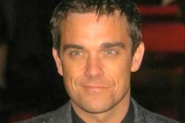 <p>El cantante británico Robbie Williams lanzará su nuevo material <em>Take The Crown.</em><em></em></p>
