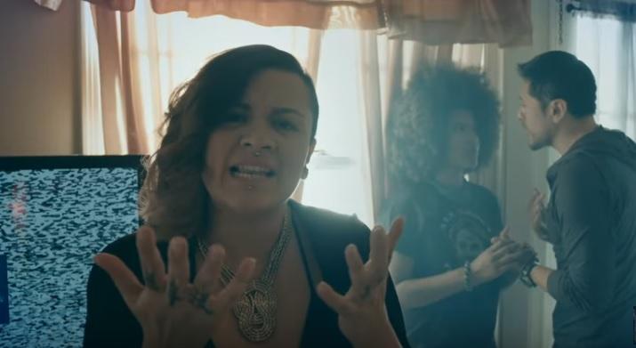 """La rapera guatemalteca Rebeca Lane lanza el videoclip de la canción """"Este cuerpo es mío"""", con un fuerte mensaje contra la violencia de género. (Foto Prensa Libre: YouTube)"""