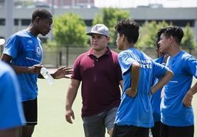 """En el equipo de futbol """"La Unión"""" del Bronx en Nueva York buscan ayudar a jóvenes indocumentados. (Foto Prensa Libre: AFP)."""