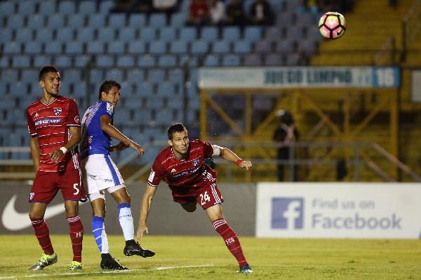Matt Hedges del FC Dallas marcó el segundo tanto para su equipo frente al Deportivo Suchitepéquez. (Foto Prensa Libre: EFE)