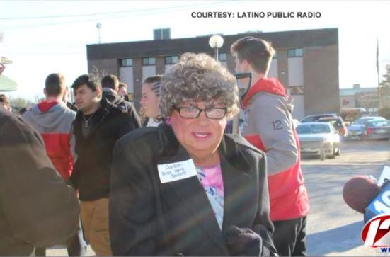 La supuesta anciana el día de la conferencia de prensa. (Foto: Internet).