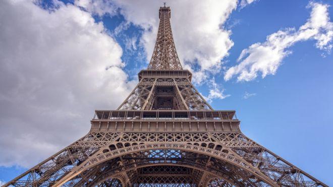 La Torre Eiffel cumple 128 años, pero solo estaba previsto que estuviera en pie 20. GETTY IMAGES