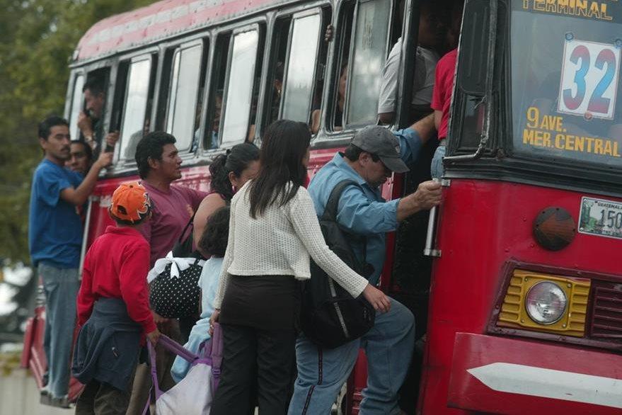 Este año no se ha entregado; transportistas piden eliminarlo  y liberar tarifa. (Foto Prensa Libre: Hemeroteca PL)