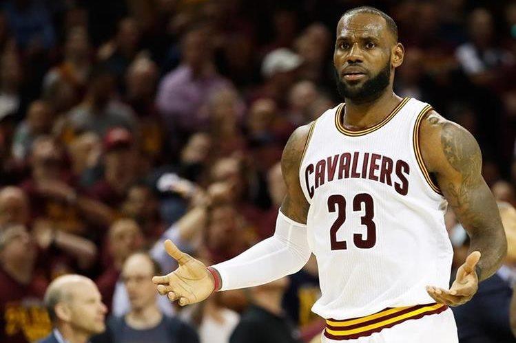 LeBron James es la figura principal de los Cavaliers de Cleveland. (Foto Prensa Libre: AFP)