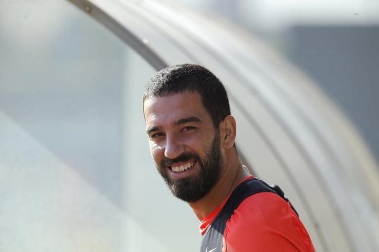 Arda Turán es pieza clave en el equipo turco y el Barcelona. (Foto Prensa Libre: AP)